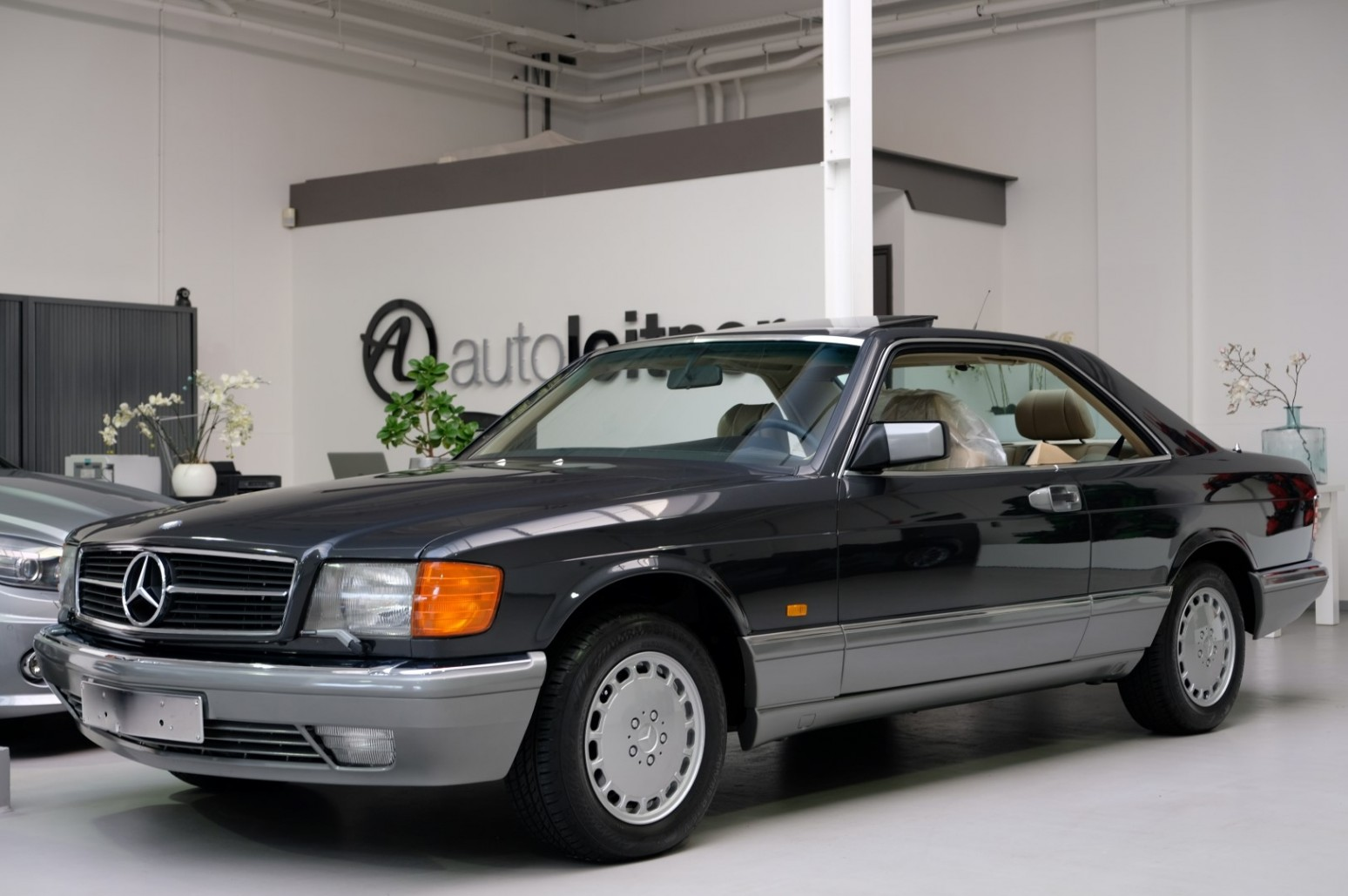 1987 mercedes 420 sec w126 blauwzwart metallic zum kauf. Black Bedroom Furniture Sets. Home Design Ideas